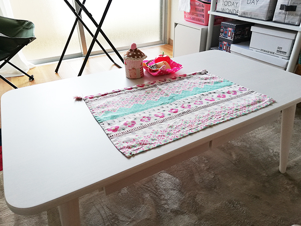 引き出し付きテーブル